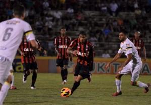 Santos mantém tabu contra Furacão (Site do Atlético-PR)