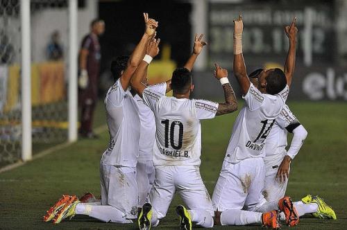 Jogadores comemoram gol contra o Maringá (Ivan Storti/Santos FC)