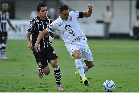Decisivo, Ricardo Oliveira, mais uma vez marcando em clássicos (Ivan Storti/SantosFC)
