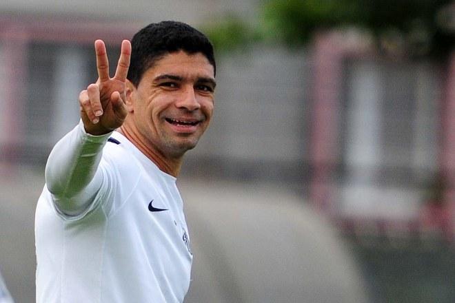 Renato, peça importante no esquema de Dorival Júnior, deve entrar em campo hoje (Foto: Ivan Storti/Santos FC)