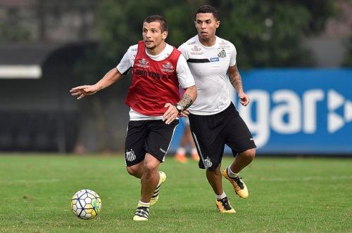 O meia argentino Veccio pode ser o substituto de Lucas Lima no jogo contra o Gama (Ivan Storti/Santos FC)