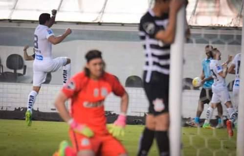 Renato fez o gol da virada santista. Para tristeza de Cássio e do Corinthians
