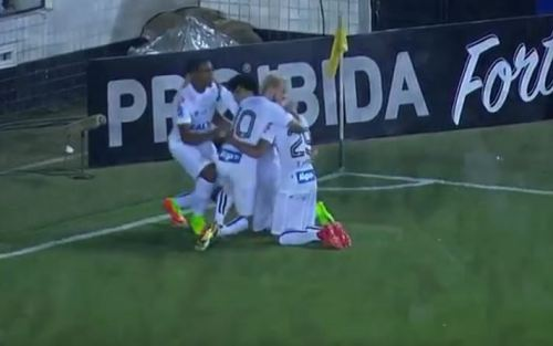 Lucas Lima comemora o terceiro da goleada santista contra o Linense