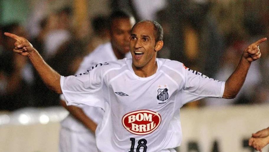Basílio jogando no Santos